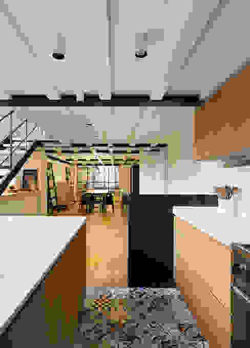 Salas de estar industriais por NOMADE ARCHITETTURA E INTERIOR DESIGN Industrial