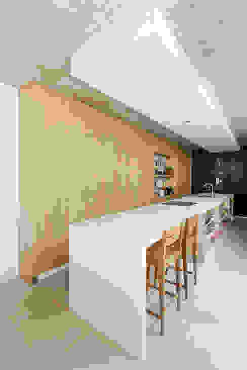 Cocinas de estilo moderno de BAM! arquitectura Moderno Concreto