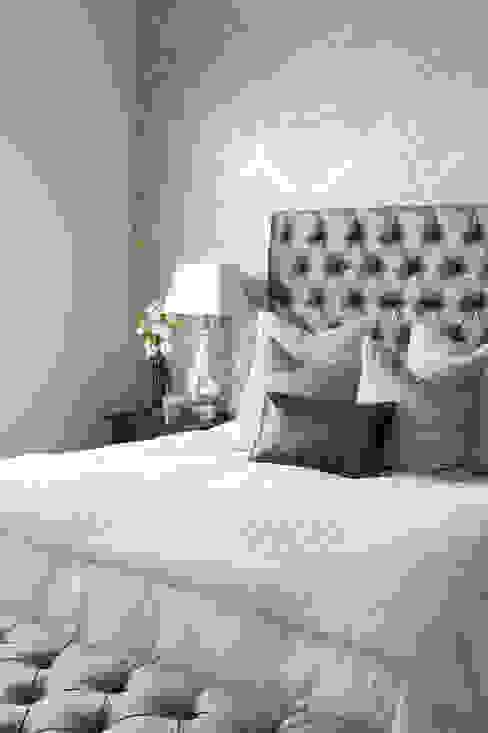 غرفة نوم تنفيذ Peter Thomas Interiors,