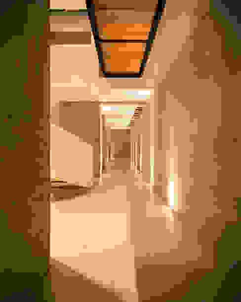 CASA MEMORY Chetecortés Pasillos, vestíbulos y escaleras modernos