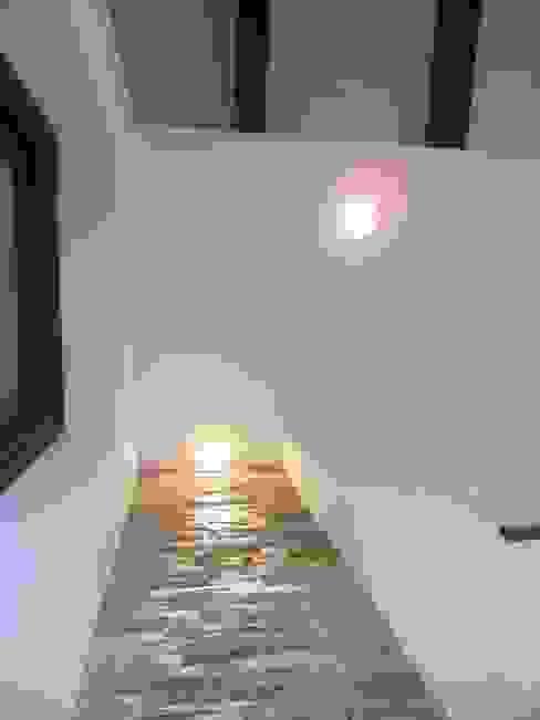 I-TAO architecture 'n design Corridor, hallway & stairs Lighting