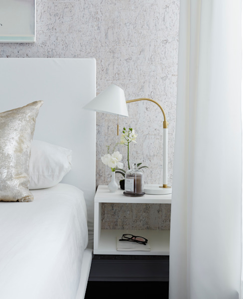 Bedside:  Bedroom by Douglas Design Studio,