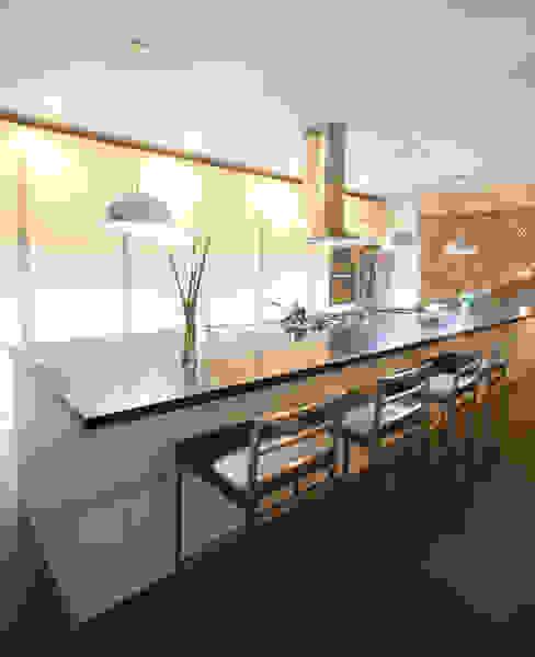 3 FAMILIAS - 3 CUBOS Chetecortés Cocinas de estilo moderno