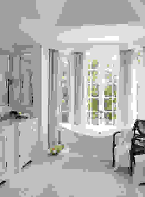 Casas de banho  por Douglas Design Studio,