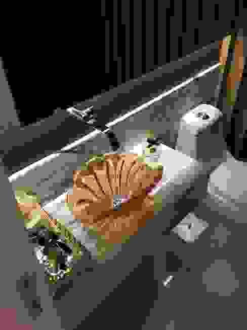 Lavabo Luxo Flávia Kloss Arquitetura de Interiores Banheiros clássicos Vidro Ambar/dourado
