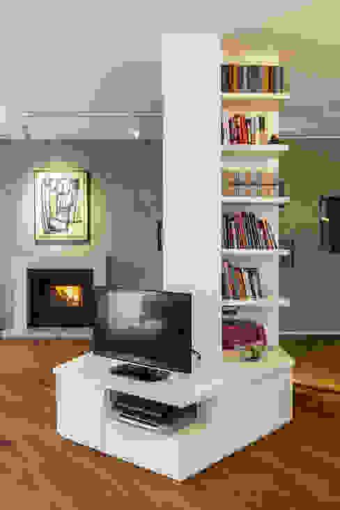 Salas / recibidores de estilo  por Elia Falaschi Photographer, Clásico