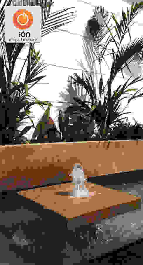 ESPEJO DE AGUA ACCESO CASA CIUDAD JARDIN : Jardines de estilo  por ION arquitectura SAS,