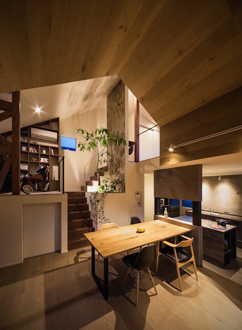 Living room by 株式会社seki.design
