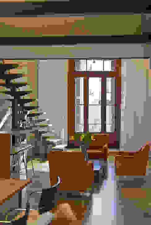 Wohnzimmer von Arquitecta MORIELLO