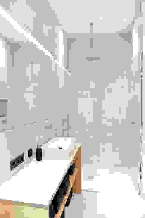 70 qm Loft Moderne Badezimmer von freudenspiel - Interior Design Modern Beton
