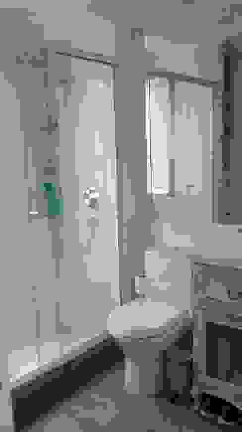 Remodelación Departamento vivienda Baños de estilo ecléctico de Construcción y Arquitectura Sustentable Spa. Ecléctico