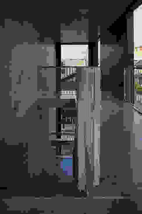 カントK 一級建築士事務所 こより モダンスタイルの 玄関&廊下&階段 青色