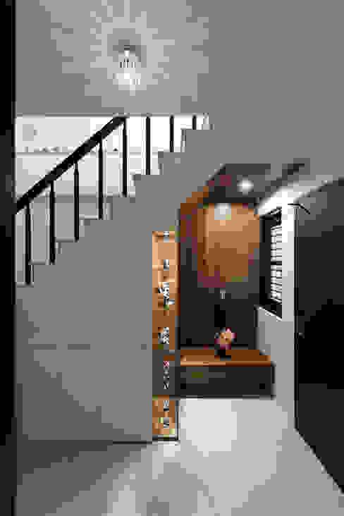 Flur & Diele von 橡樹設計Oak Design