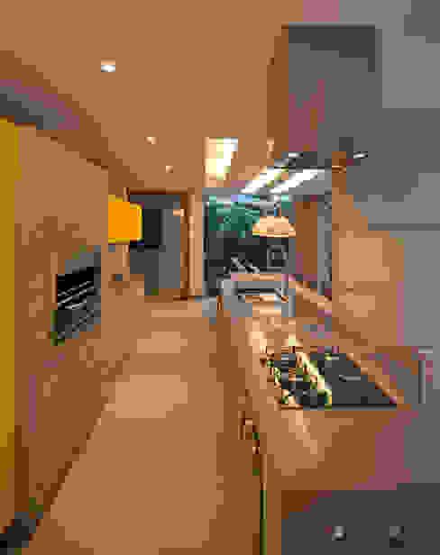 PAULA MARTINS ARQUITETURA, INTERIORES E DETALHAMENTO Cocinas de estilo moderno Amarillo