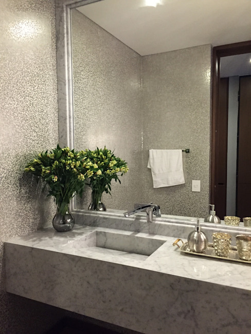 homify Eclectic style bathroom Grey