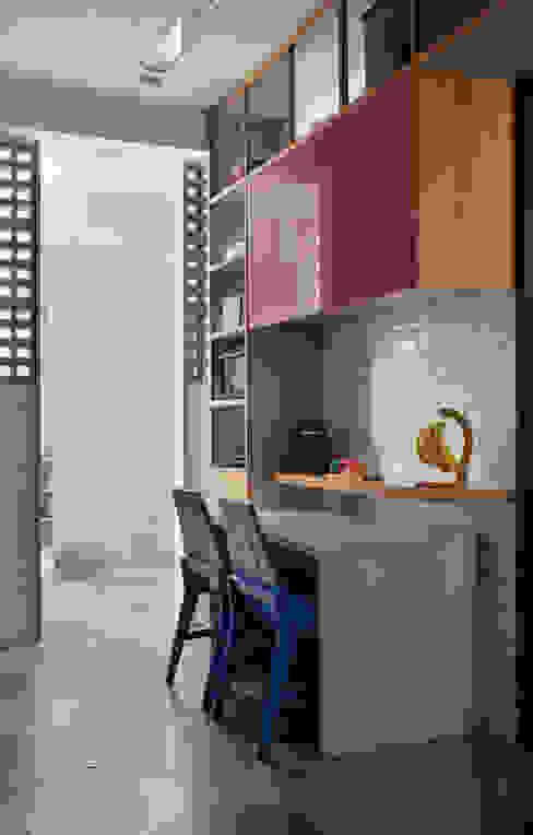 Modern kitchen by PKB Arquitetura Modern
