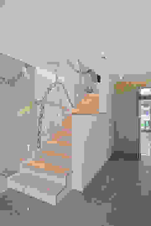 Corredores, halls e escadas minimalistas por HD Arquitectura d'interiors Minimalista