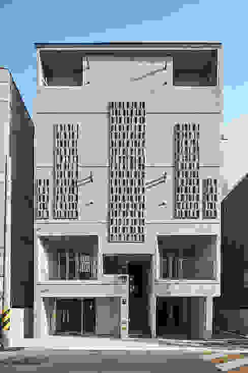 現代房屋設計點子、靈感 & 圖片 根據 건축사사무소 어코드 URCODE ARCHITECTURE 現代風 水泥