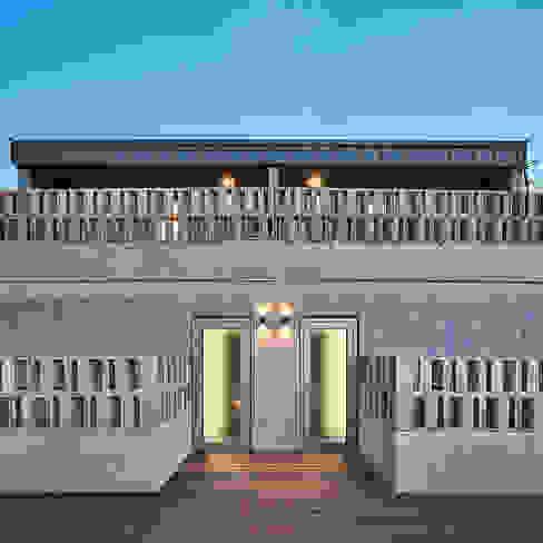 여림 주택 외부 모던스타일 발코니, 베란다 & 테라스 by 건축사사무소 어코드 URCODE ARCHITECTURE 모던 콘크리트