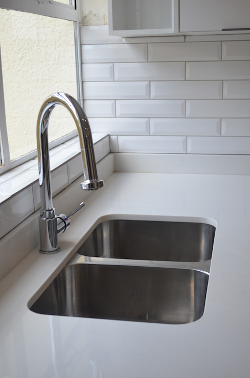 sink:  Kitchen by Première Interior Designs, Modern Quartz