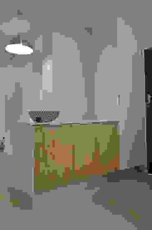 veneer Modern kitchen by Première Interior Designs Modern Engineered Wood Transparent
