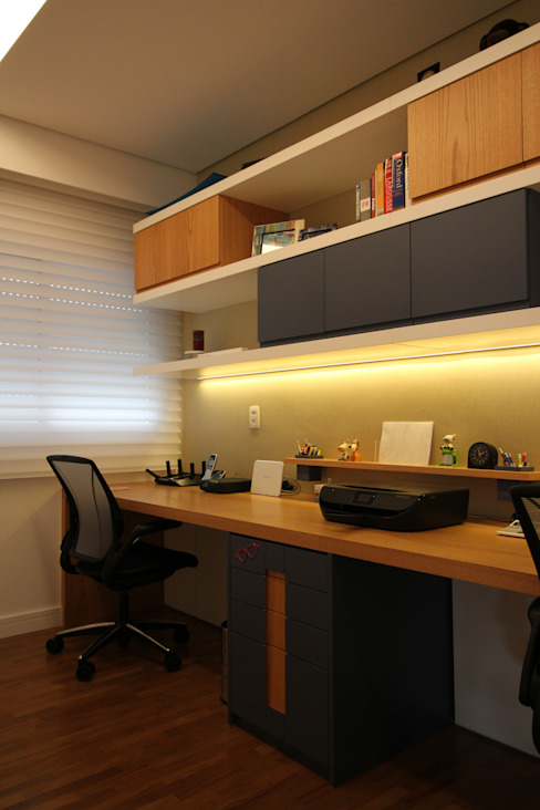 homify Modern study/office Wood Blue