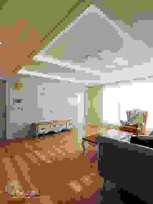 Ruang Keluarga Modern Oleh TheCUBE Modern