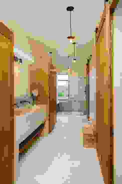 Baños de estilo  por HA Arquitectos