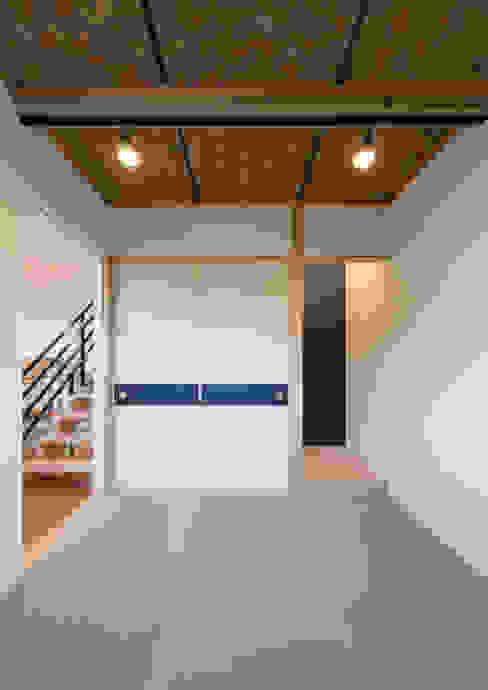 Phòng giải trí phong cách hiện đại bởi 中村建築研究室 エヌラボ(n-lab) Hiện đại Gỗ Wood effect