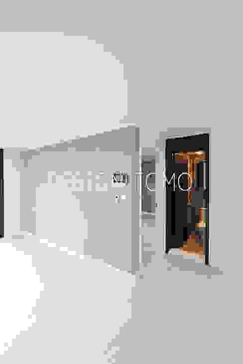Salas de estilo moderno de 디자인토모 Moderno