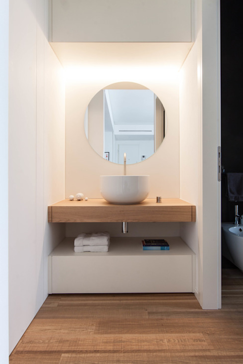 Minimalist style bathroom by Didonè Comacchio Architects Minimalist