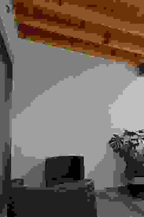 โดย ANTARA DISEÑO Y CONSTRUCCIÓN SA DE CV โมเดิร์น ไม้จริง Multicolored