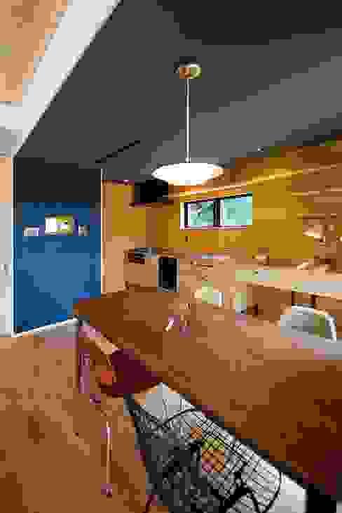 s邸 - トリコム - モダンな キッチン の Ju Design 建築設計室 モダン