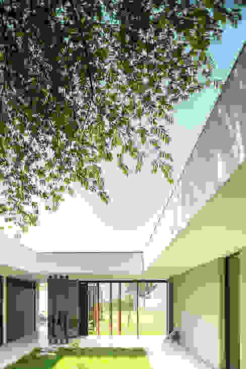 Casa La Siria: Jardines de estilo  por toroposada arquitectos sas ,