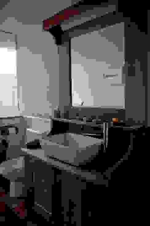 Baños de estilo  por CABRAL Arquitetos