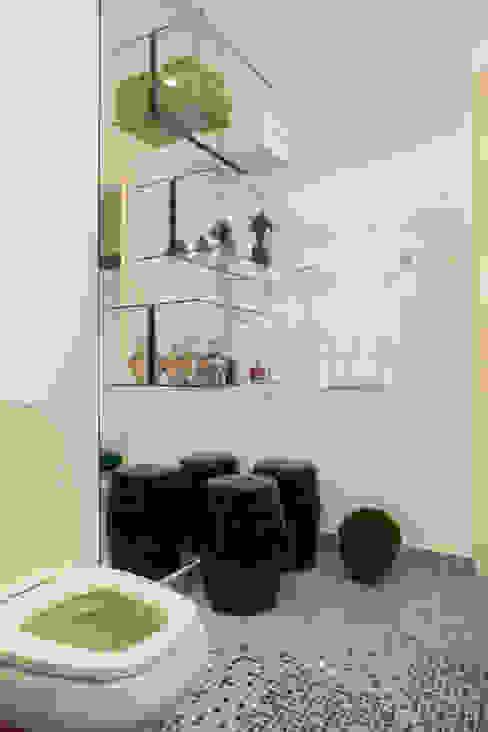 Detalhes de Espelho e Vidro por RK Arquitetura & Design Moderno Vidro