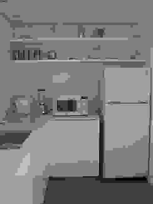 Casa Infanti Cocinas de estilo minimalista de Claudia Tidy Arquitectura Minimalista