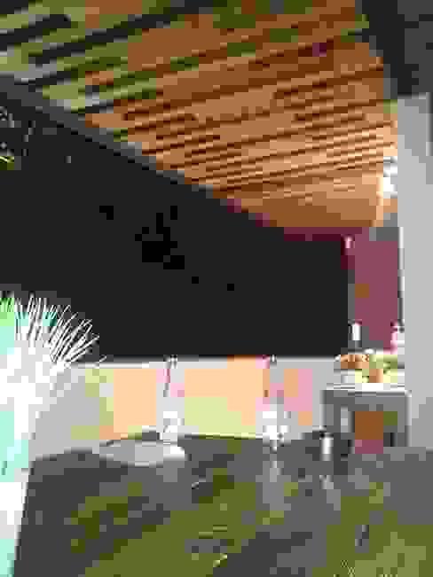 Pérgola de Roof Garden Balcones y terrazas modernos de Hb/arq Moderno Madera maciza Multicolor
