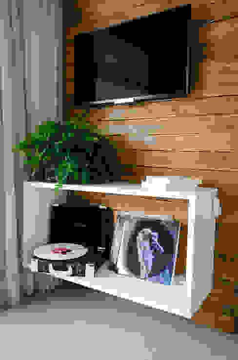 Detalhe sala Studio MAR Arquitetura e Urbanismo Salas de estar modernas Madeira Efeito de madeira