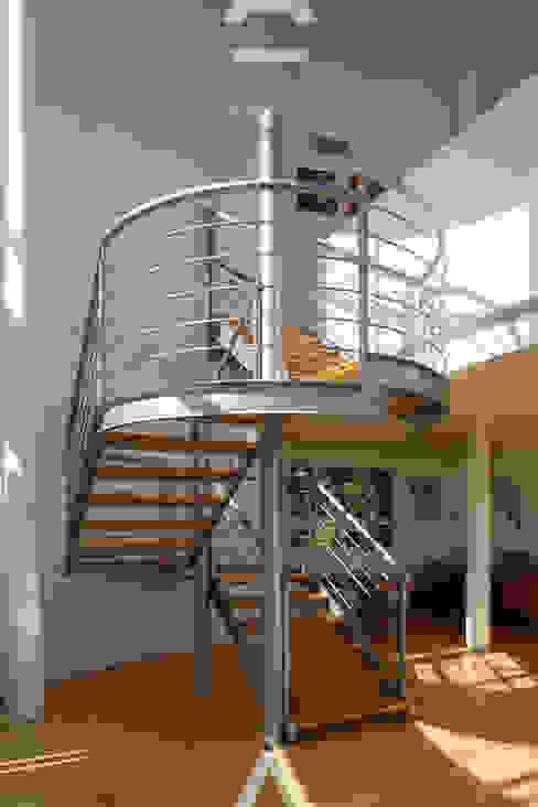 Teocalli Pasillos, vestíbulos y escaleras modernos de Álzar Moderno