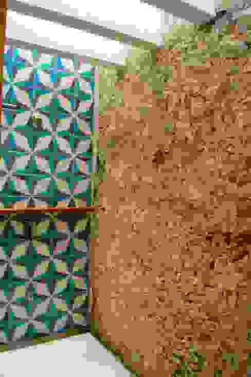 by Quinto Distrito Arquitectura Еклектичний Камінь