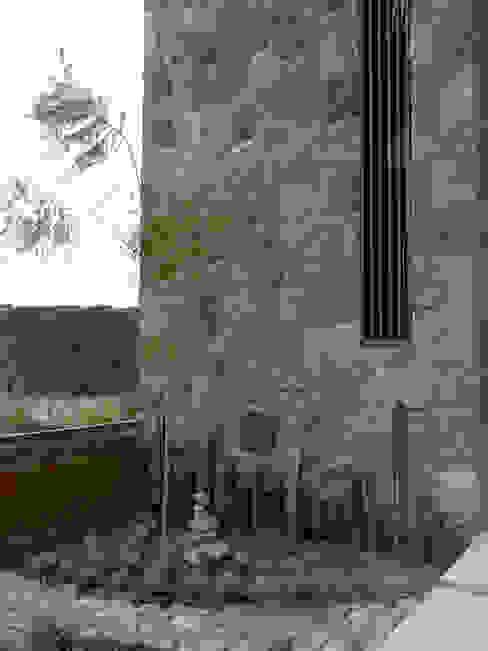 Casa Torre de piedra Jardines eclécticos de Alberto M. Saavedra Ecléctico
