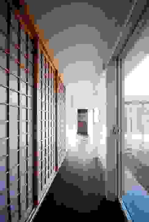 ทางเดินสไตล์สแกนดิเนเวียห้องโถงและบันได โดย FrameWork設計事務所 สแกนดิเนเวียน