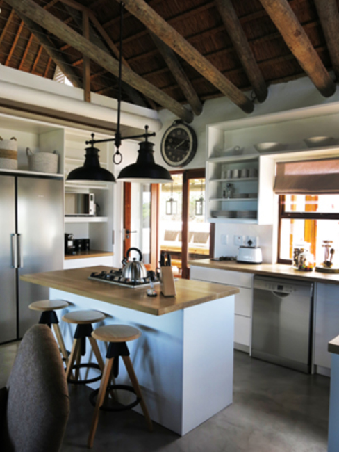 Kleinbos:  Kitchen by Full Circle Design,