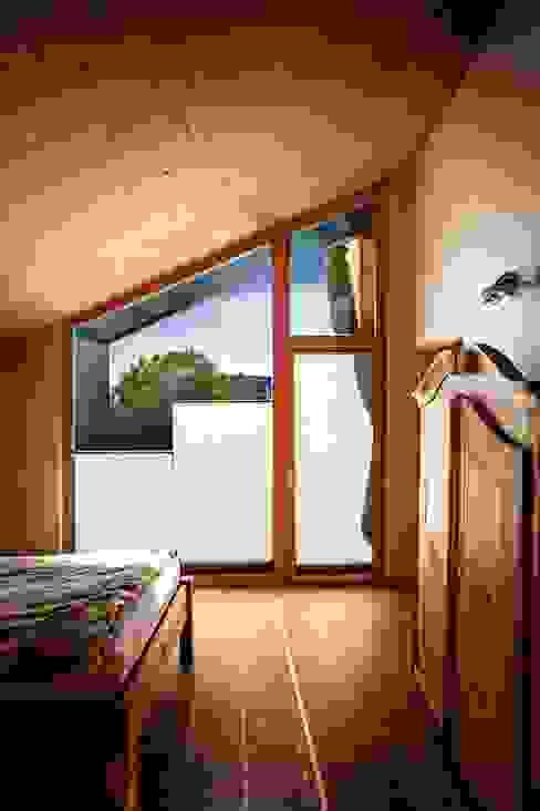 Kneer GmbH, Fenster und Türen 모던스타일 창문 & 문