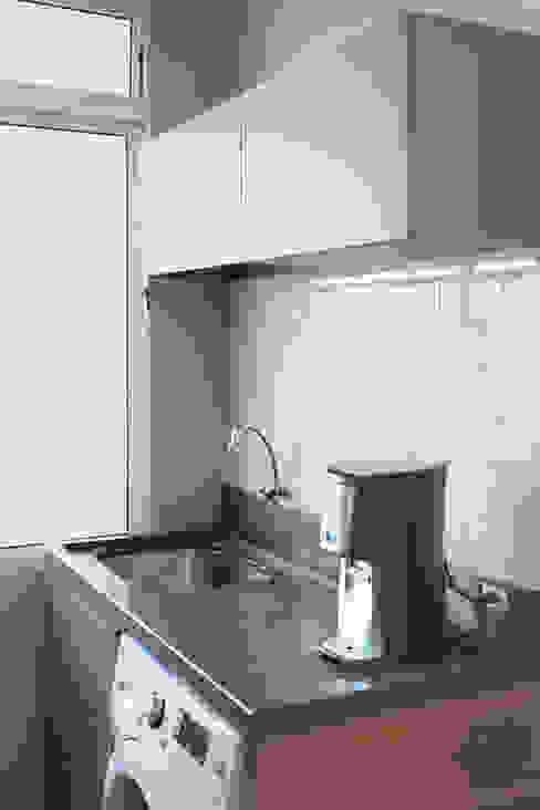 مطبخ تنفيذ Ambientta Arquitetura, تبسيطي