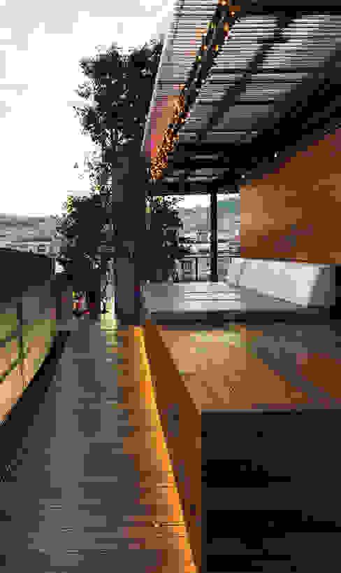 Khách sạn theo OutSide Tech Light, Tối giản