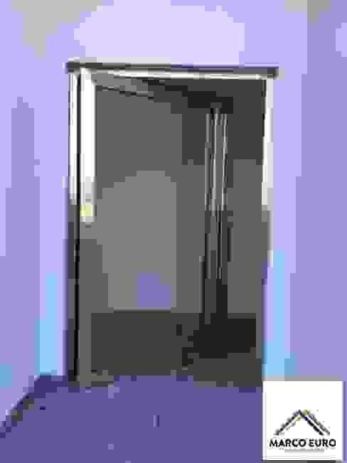 Puertas y ventanas modernas de Marco Euro esquadrias Moderno Plástico