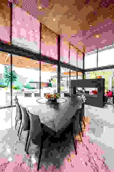 Modern dining room by ARQUITECTUM Modern Wood Wood effect