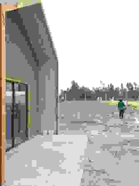 Vivienda prefabricada 52 m2. Casas de estilo industrial de Angular Arquitectos Industrial